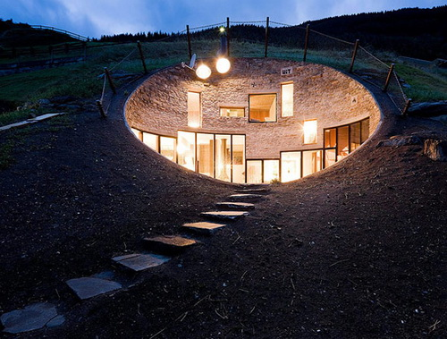 Underground homes houses weirdomatic for Underground home designs