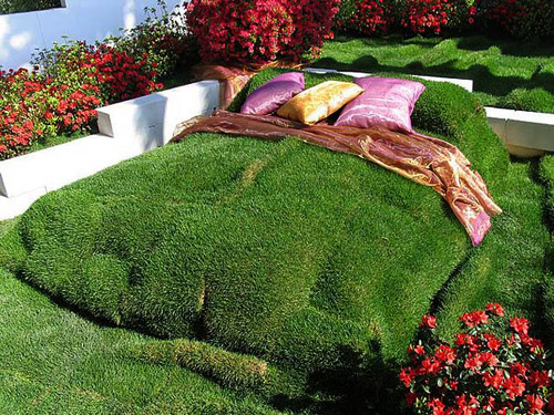 Strange Beds weird pictures of outdoor beds | weirdomatic
