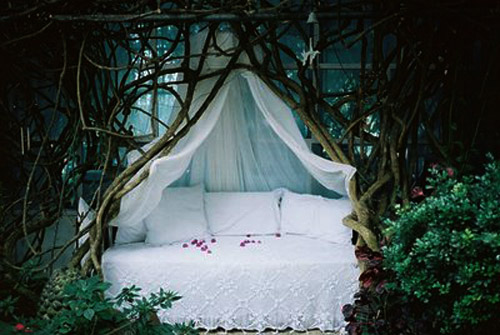 Outdoor Bed weird pictures of outdoor beds | weirdomatic