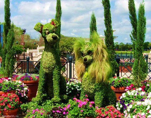 Lady and the Tramp Disney garden