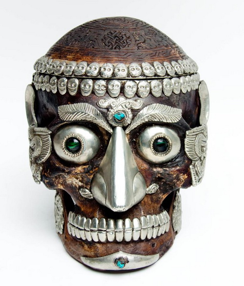 Skull sculpture decorated with stones