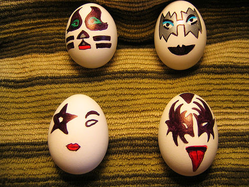 http://www.weirdomatic.com/wp-content/pictures/eggs/easter_eggs_03.jpg